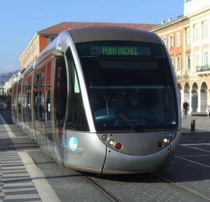 Tram sur la Place Masséna en 2009